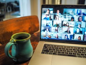 online learning pros and cons vs onsite learning - Photo by Chris Montgomery on Unsplash